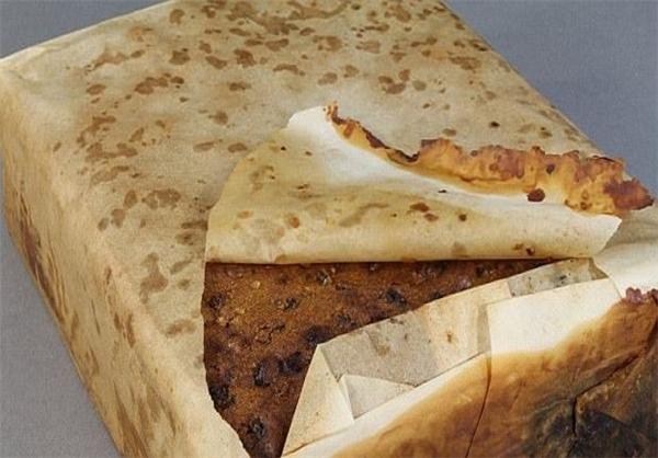 (تصاویر) سالم ماندن کیک میوهای بعد از 106 سال!