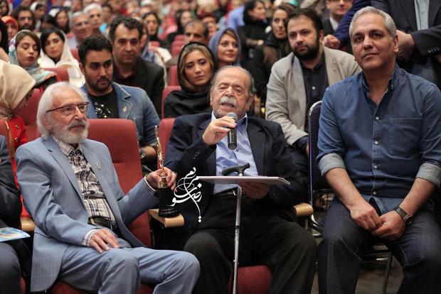 اولین تندیس علی معلم به اصغر فرهادی رسید